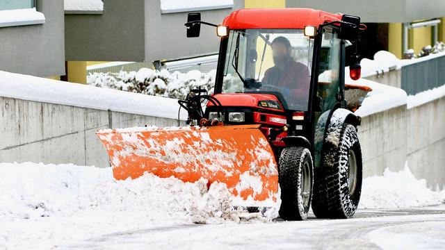 snow-plowing-1963017-1280